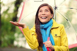 00218 300x200 - دختر با چتر رنگی و باران