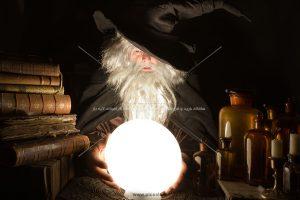 00407 300x200 - جادوگر با گوی سفید