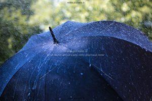 00206 300x200 - چتر مشکی / سیاه و باران