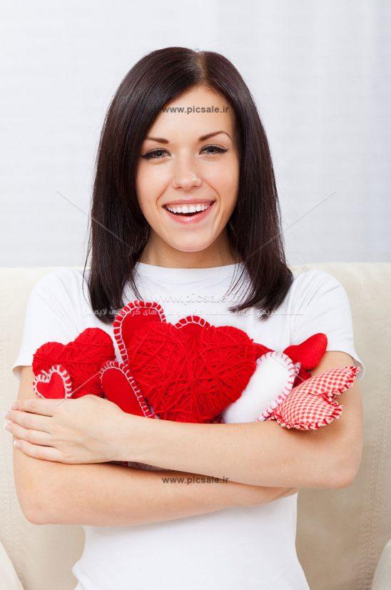 0010124 548x827 - قلب در دست خانم زیبا