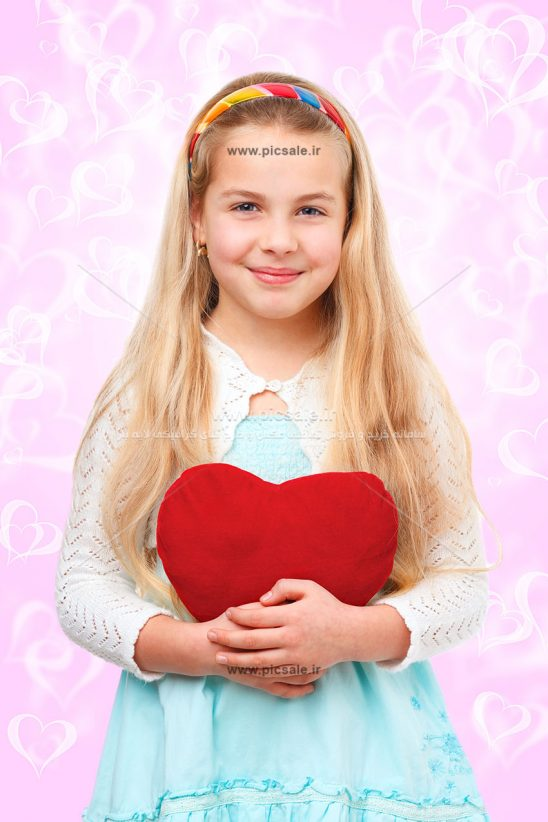 0010125 548x822 - دختر با قلب قرمز زیبا
