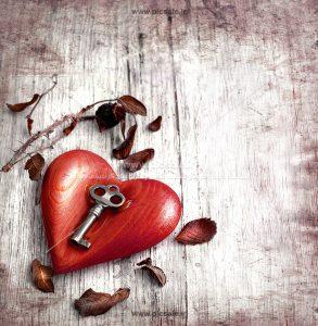 001024 293x300 - کلید روی قلب قرمز عاشقانه