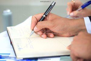 00379 300x204 - دانشجوی در حال نوشتن