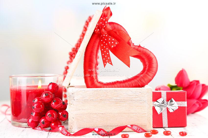 00891 - قلب قرمز داخل جعبه و گل های زیبا