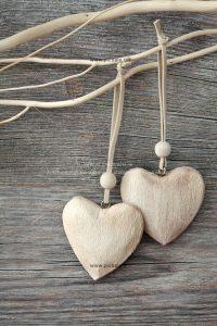 00945 200x300 - گردنبندهای قلبی عاشقانه