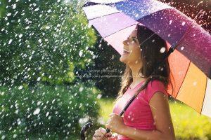 00200 300x200 - دختری با چتر رنگی و باران