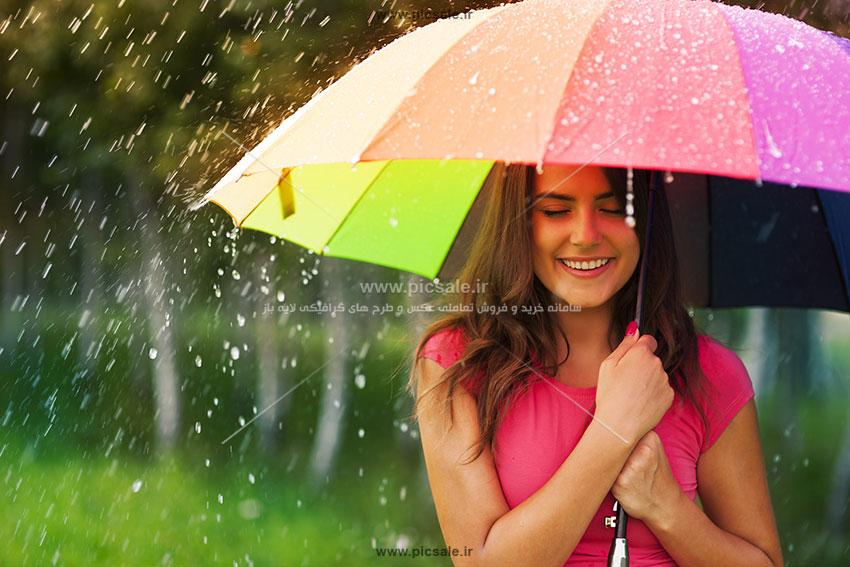 00201 - دختر با چتر رنگی و باران