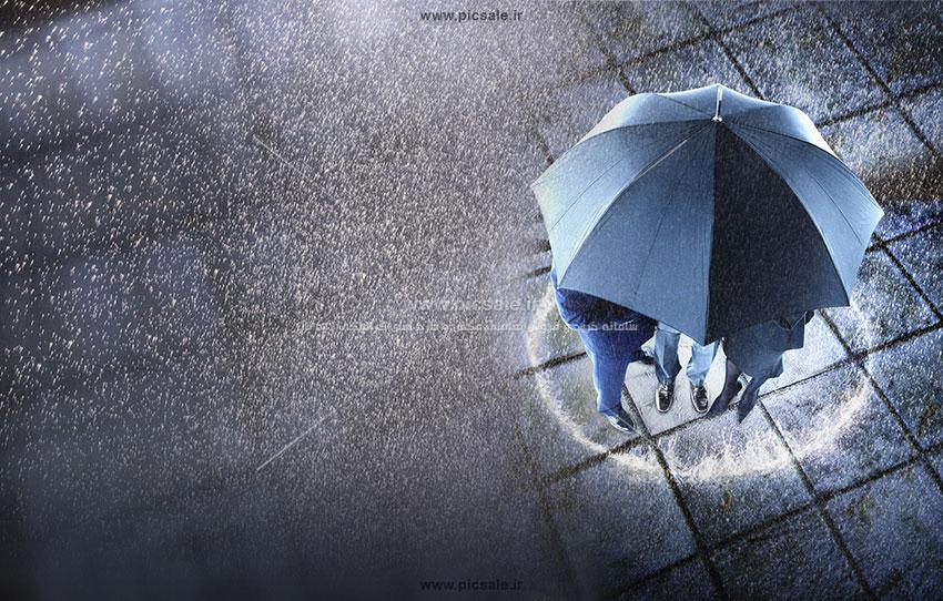 00217 - چتر مشکی یا سیاه با هوای بارانی