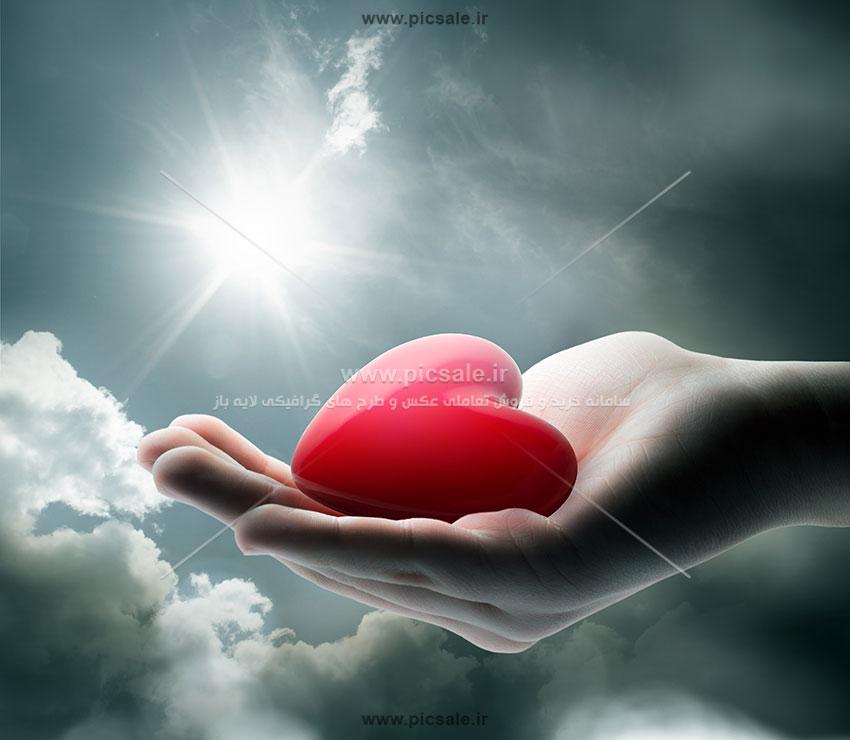0010149 - قلب قرمز در دست