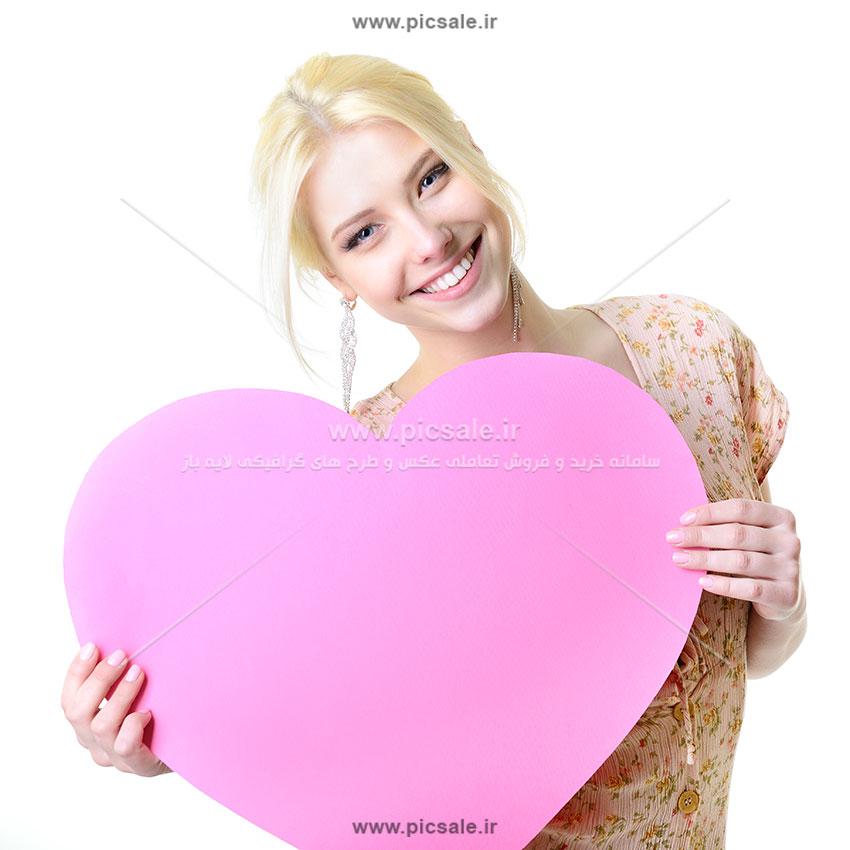 0010152 - قلب در دست خانم زیبا
